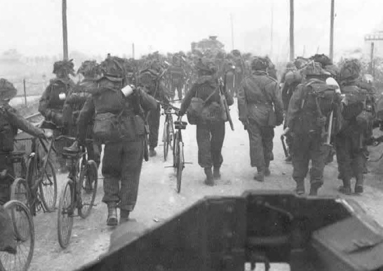 Sword_beach_troupes_bicyclettes